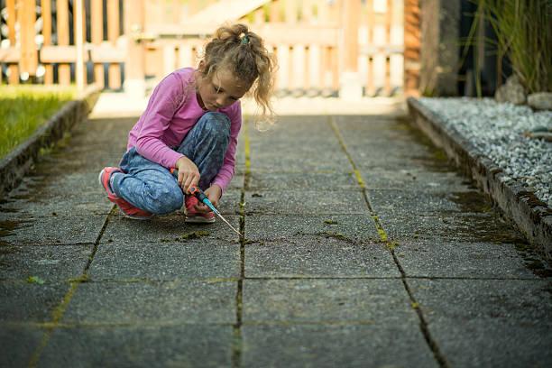 children garden work - fugen reinigen stock-fotos und bilder