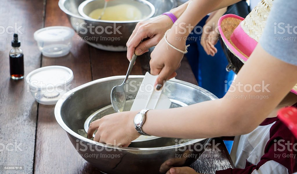 Children hand making home made ice cream cooking class – Foto