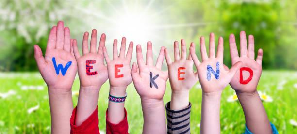 Kinder Hände Bauen Wort Wochenende, Graswiese – Foto