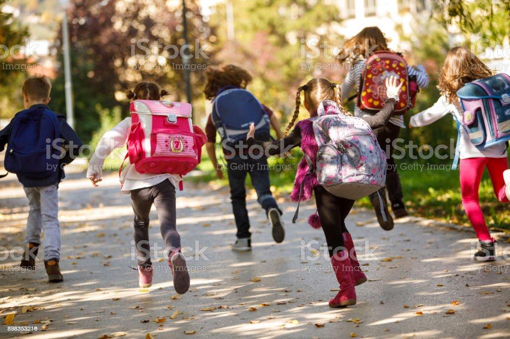 Kinder, die Spaß im Freien – Foto