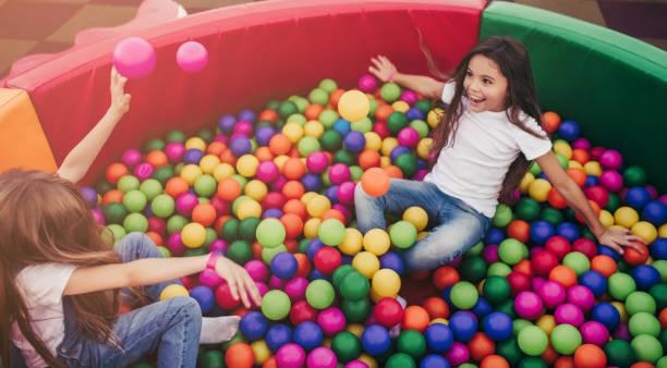 kinder haben spaß. - sommerfest kindergarten stock-fotos und bilder