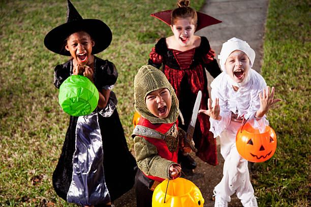 Enfants en costumes d'halloween - Photo