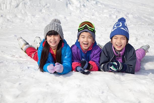 Children lying on the snow picture id186268319?b=1&k=6&m=186268319&s=612x612&w=0&h=ykx5mrw4misct 1n1kbor4vpyd5k96ij2bnw5pyg0bo=
