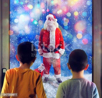 istock Children observes Santa Claus through the windows 1347333911