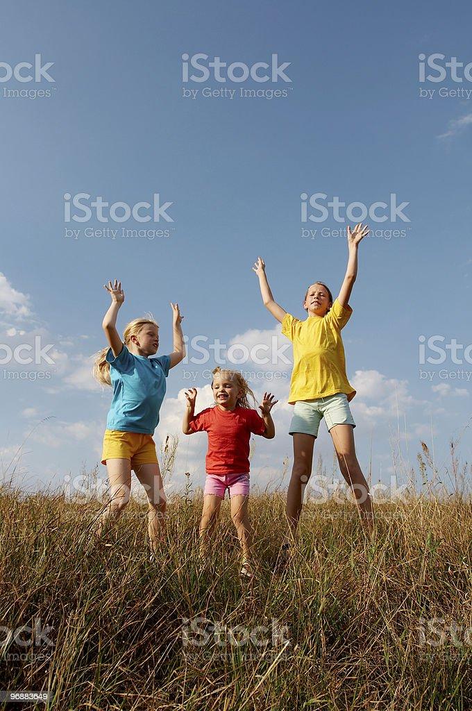 Kinder auf einer Wiese Lizenzfreies stock-foto