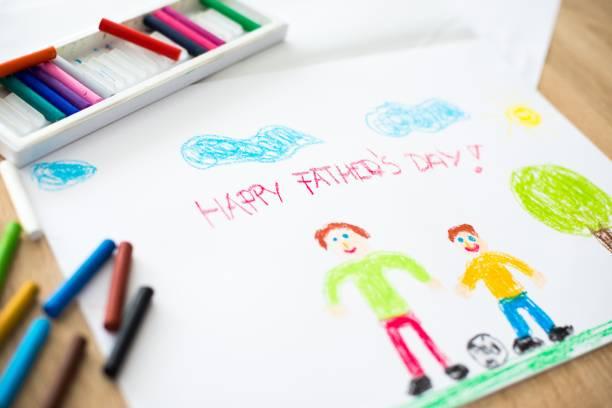 kinder pastell zeichnung der glückliche vater mit sohn. - vatertagsgrüße stock-fotos und bilder