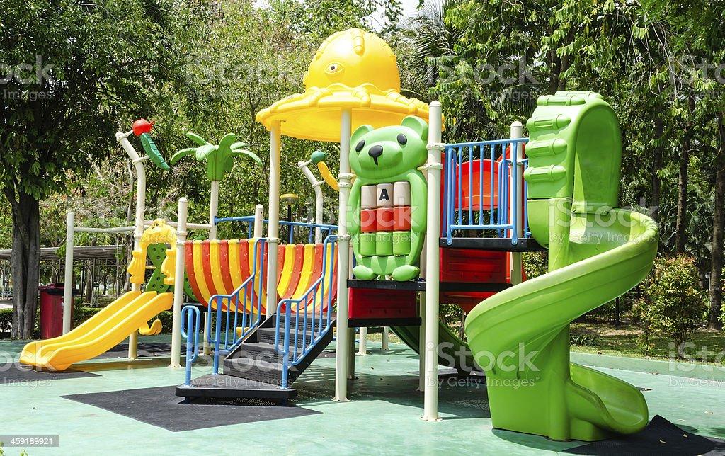 Patio De Juegos Para Niños En El Parque - Fotografía de stock y más ...