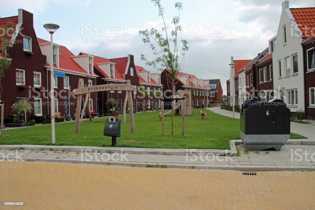 Kinderen speelplaats nieuwe woonwijk in Zevenhuizen, Nederland met de naam Koningskwartier foto