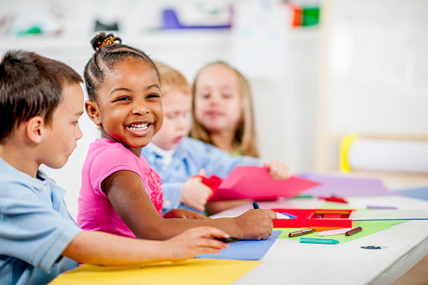 kinder in kindertagesstätten - 2 3 jahre stock-fotos und bilder