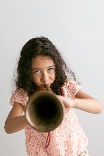 Bugle Spelende Kinderen Stockfoto en meer beelden van 4-5 jaar