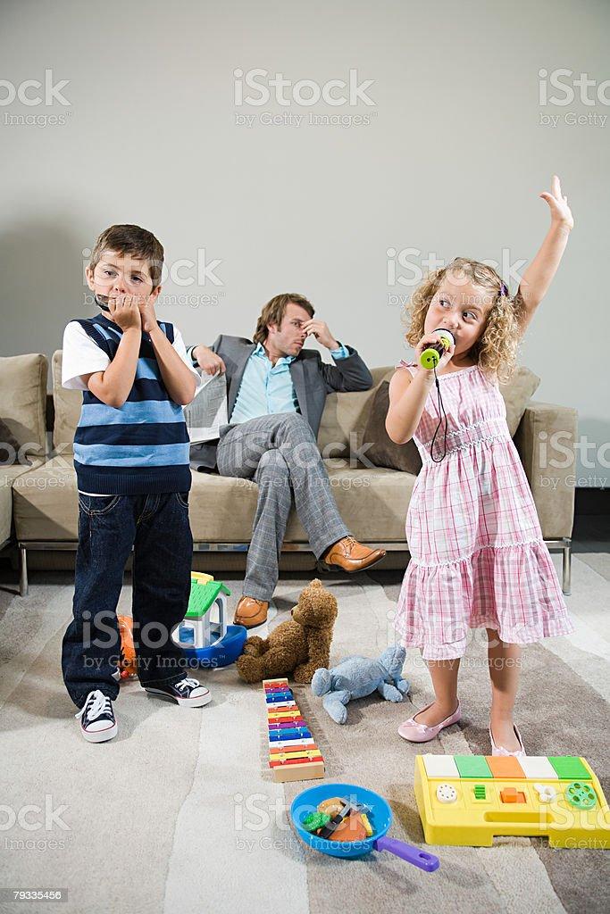 어린이 음악 재생 또는 노래 royalty-free 스톡 사진