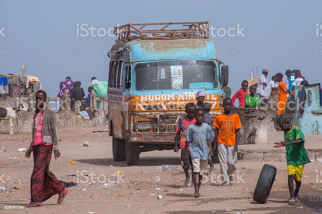 Children playing near an old bus - foto de stock