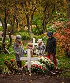 Children praying for deceased one.