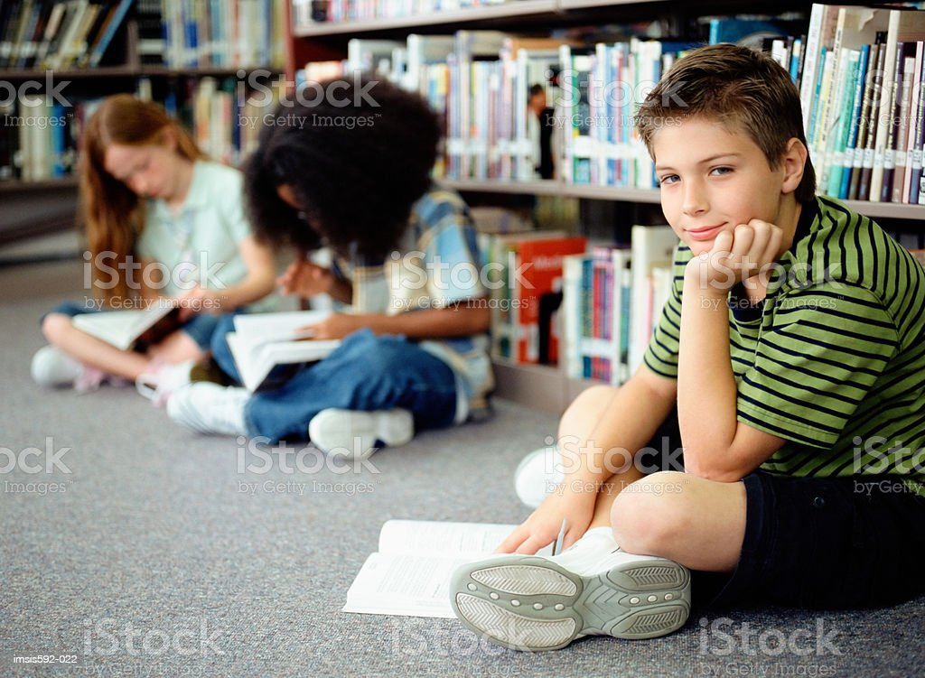 Children reading in library 免版稅 stock photo