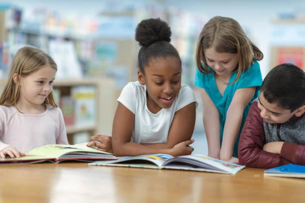 Kinder lesen – Foto
