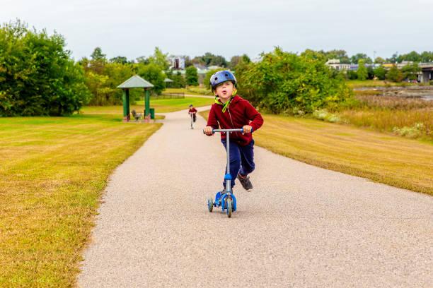 Kinder Roller fahren – Foto