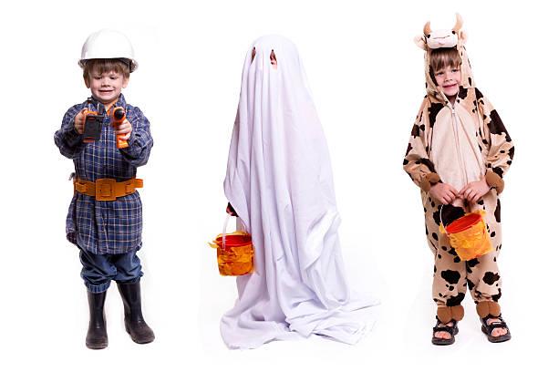 süßes oder saures-halloweenspruch - geist kostüm stock-fotos und bilder