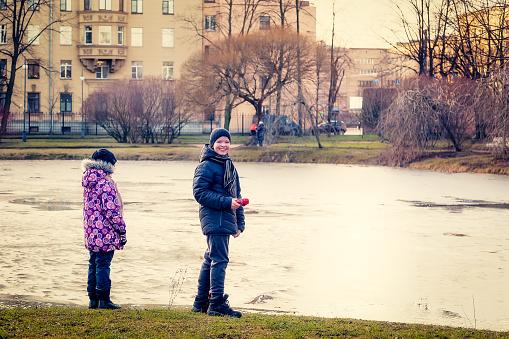 Children walk in the city Park in winter