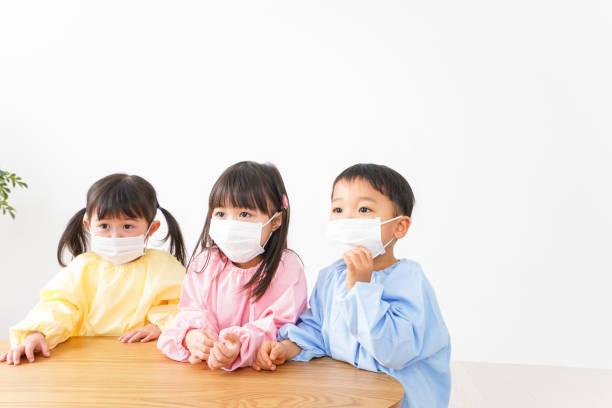 マスク画像を装着した子どもたち ストックフォト