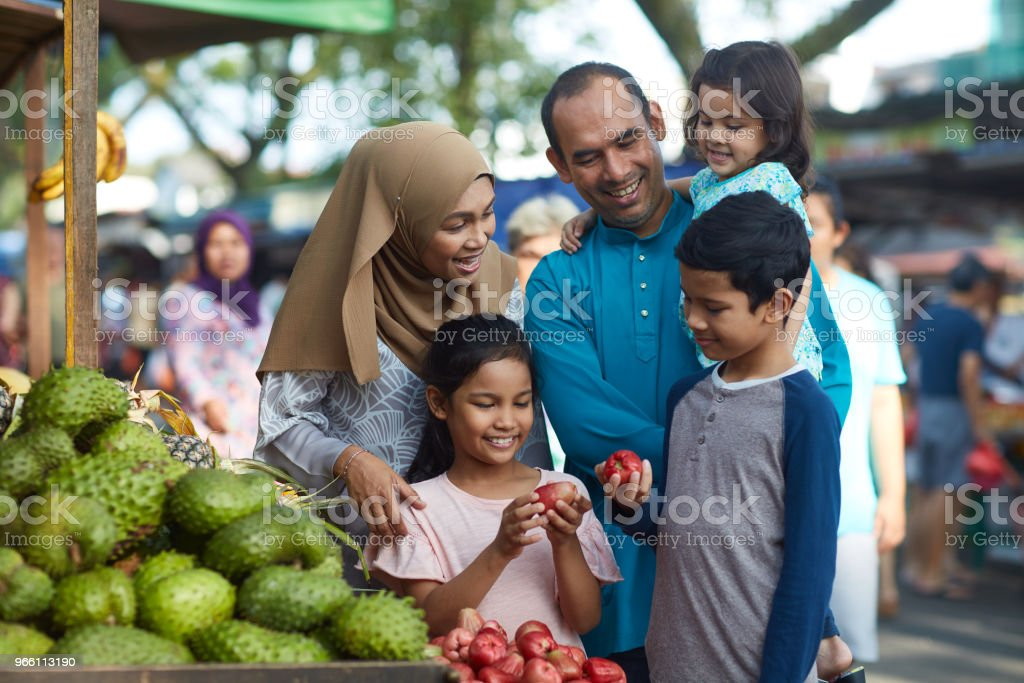 Children with water apples by family at stall - Royalty-free 10-11 Years Stock Photo