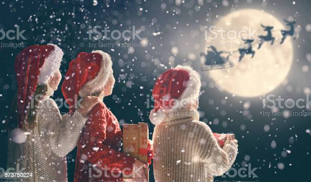 Children with xmas presents picture id873750224?b=1&k=6&m=873750224&s=612x612&h=m2ucjzoaytj4qqcktc0bjdmed8jmkfrsgggj2gd8v68=
