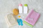 子供のバス製品、白い毛皮の衛生用品。