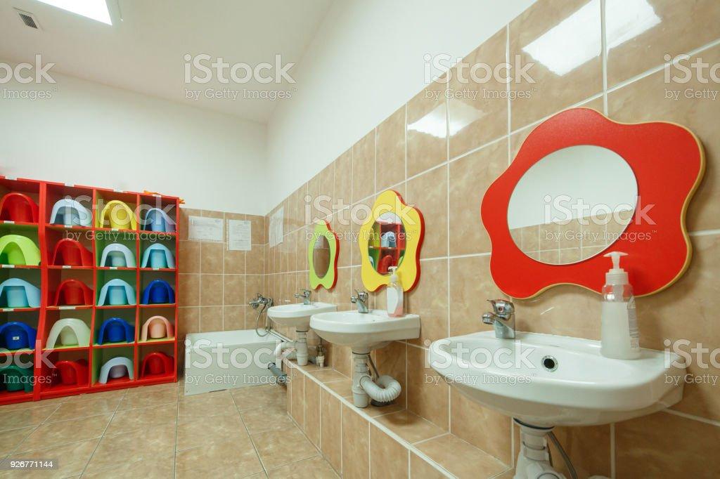 Kinder Badezimmer Und Individuelle Handtucher Eines Kindergartens