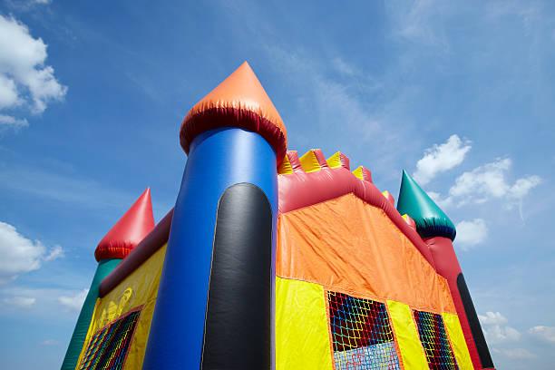 children's castillo inflable para saltar inflable patio de juegos parte superior - bota fotografías e imágenes de stock
