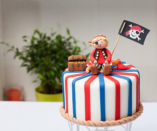 children's cake pirate - piratenparty snacks stock-fotos und bilder