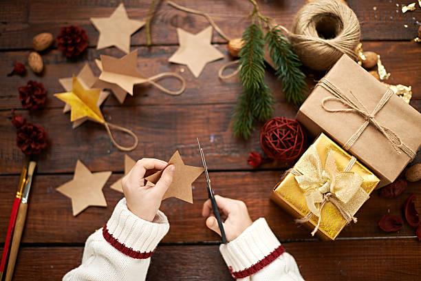 children's kreativ - basteln mit kindern weihnachten stock-fotos und bilder