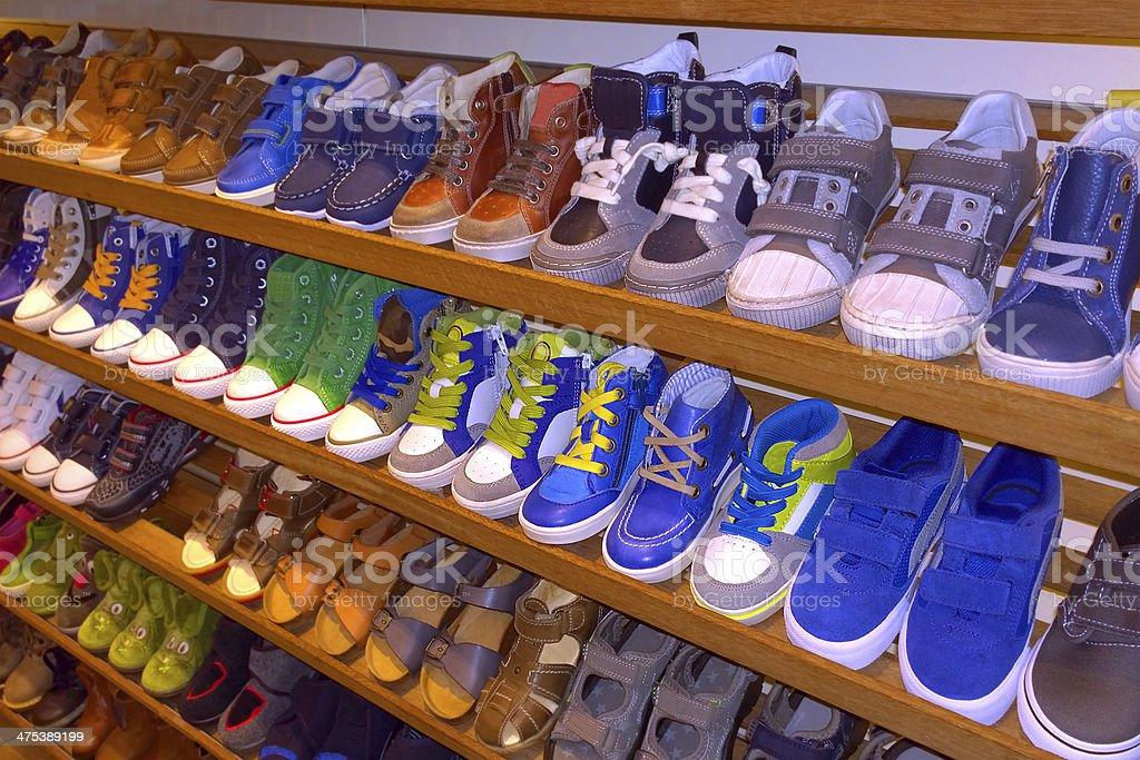 online store c7a63 95ea2 Scarpe Per Bambini Su Un Rack Per La Vendita In Negozio Di ...