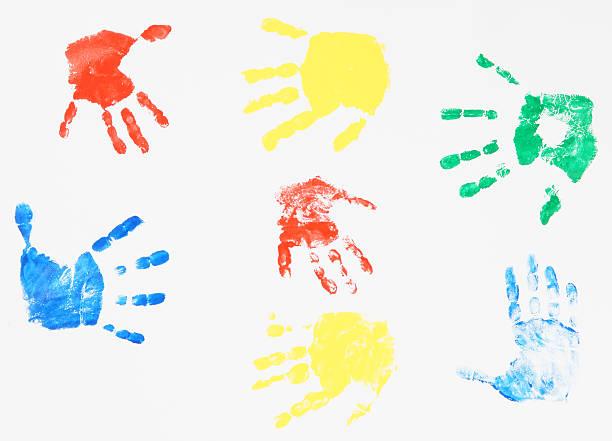 kind, die farbe hand drucke - fingerfarben stock-fotos und bilder