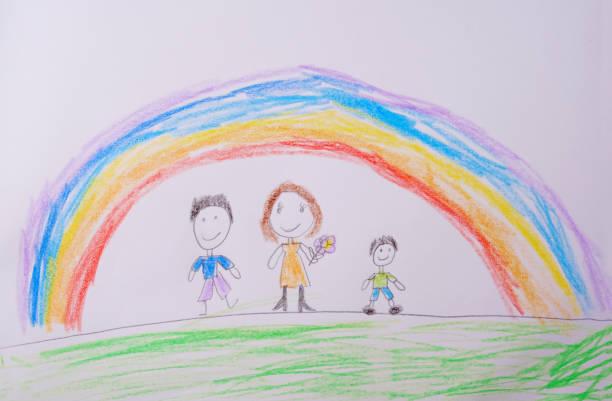 dibujo del niño de la familia feliz bajo el arco iris. lo que una foto de los niños puede decir. - dibujar fotografías e imágenes de stock