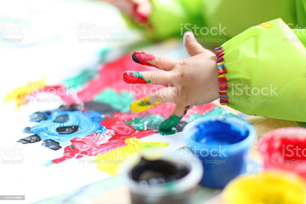 子供の手絵画カラフルな fingerpaint 1人のストックフォトや画像を多数