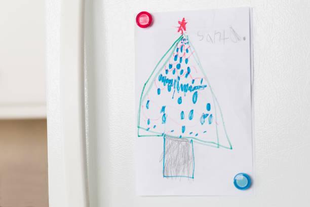 des kindes hausgemachte weihnachtskarte von einem geschmückten baum - weihnachtsbilder zum ausmalen stock-fotos und bilder
