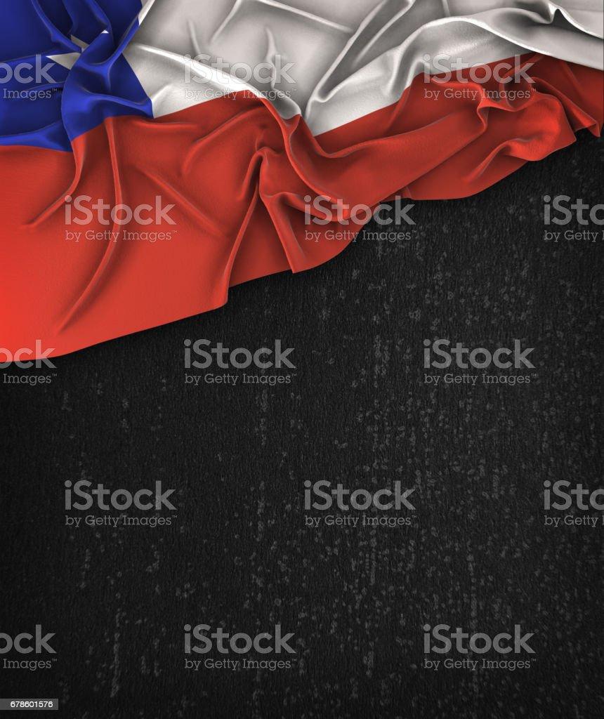 Vintage de bandeira do Chile em um Grunge preto lousa com espaço para texto - foto de acervo