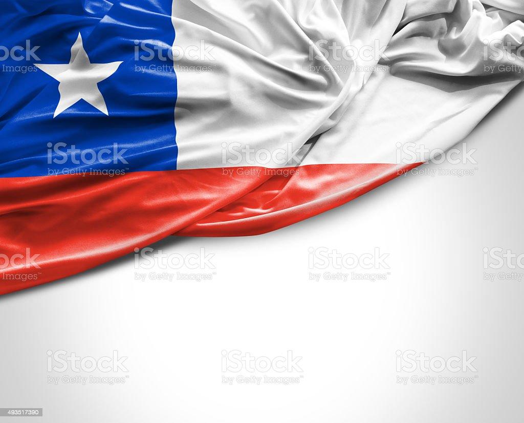 Chile acenando a bandeira no fundo branco - foto de acervo