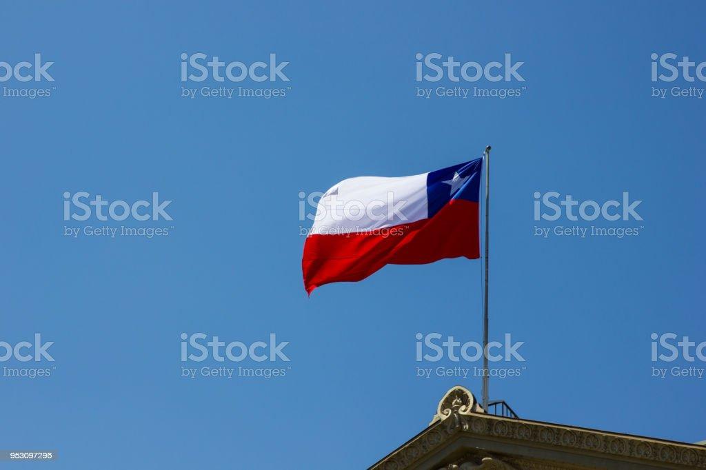 Bandeira chilena no centro de Santiago do Chile - foto de acervo