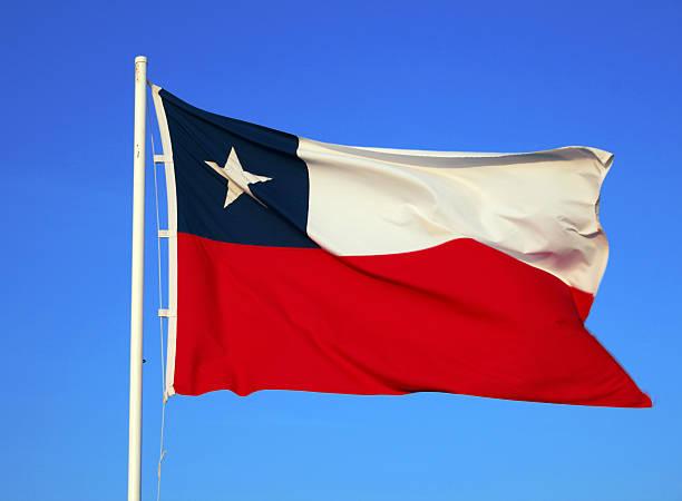 Chilenische Flagge für einen strahlend blauen Himmel – Foto