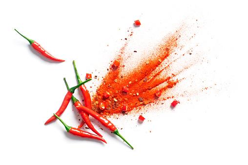 Chili Red Pepper Flakes And Chili Powder Burst - Fotografie stock e altre immagini di Astratto