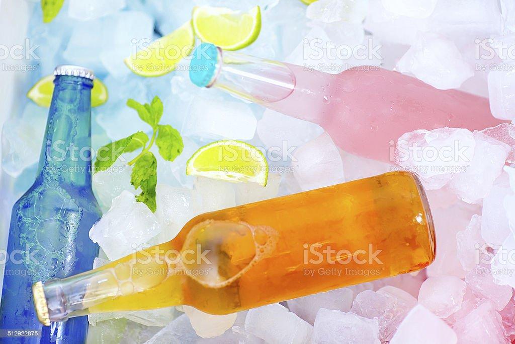 Gekühlte Bunte Getränke Eisbox Sommer Party Stock-Fotografie und ...
