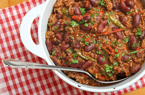 chilli con carne - suppentopf stock-fotos und bilder