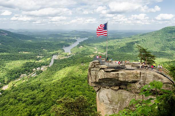 Chimney Rock montaña, parque estatal de Carolina del Norte, paisaje - foto de stock