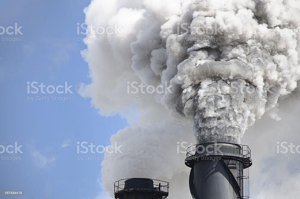 Chimenea humo contaminación del aire - foto de stock