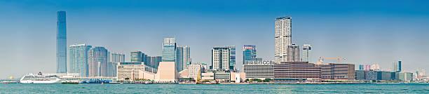 china küste von kowloon hong kong harbour panorama - kowloon stock-fotos und bilder