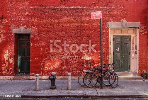Pedestrian walkway, Wall and bikes in Manhattan