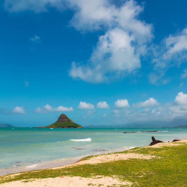 Chinaman's hat island view and beautiful turquoise water at Kualoa beach, Oahu stock photo