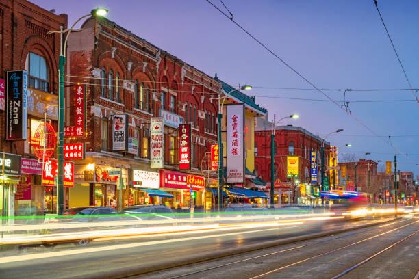 chinatown in het centrum van toronto ontario canada - chinatown stockfoto's en -beelden