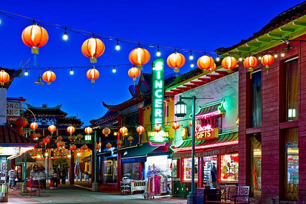 chinatown in los angeles - chinatown stockfoto's en -beelden