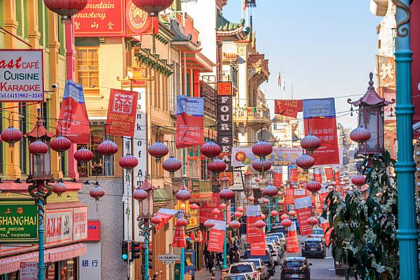 chinatown in san francisco, california - chinatown stockfoto's en -beelden